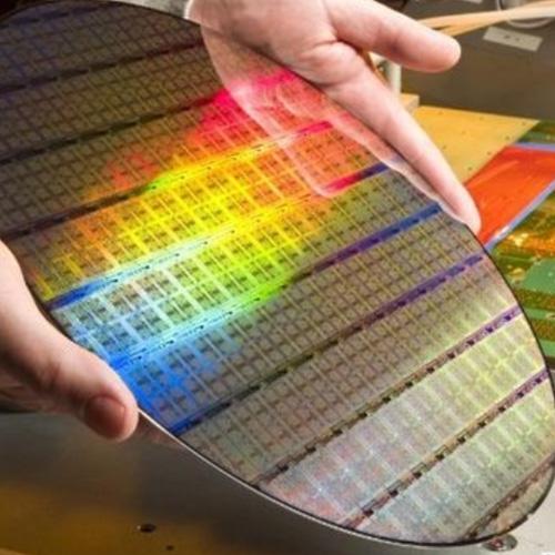 澳門首枚全資芯片成功研發製作